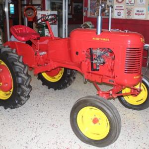 2019-bksuperauction-tractor-preveiw-001